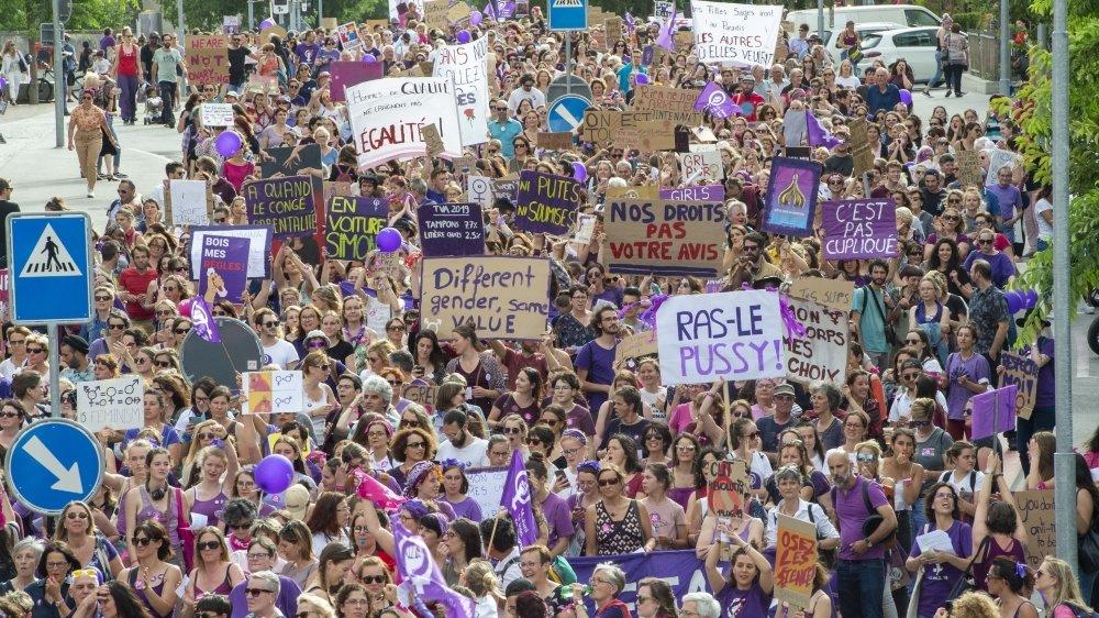 La grève des femmes avait rassemblé 12000 personnes – une grande majorité de femmes, mais également des hommes – dans les rues de Sion le 14juin 2019.