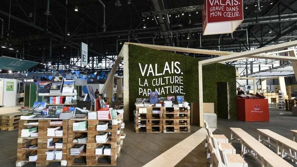 Le monde littéraire valaisan - ici exposé au Salon du livre de Genève en 2018 - est très actif. Mais y a-t-il réellement une identité cantonale liée à l'écriture?