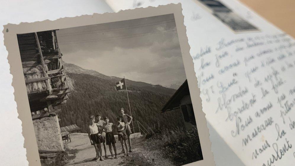 Conservé aux Archives de l'Etat du Valais à Sion, ce livre d'or témoigne du passage des réfugiés en Valais pendant la Deuxième Guerre mondiale.