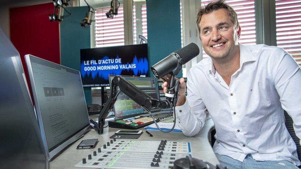 Sébastien Rey dans les studios de Rhône FM où il continue d'animer les matinales.