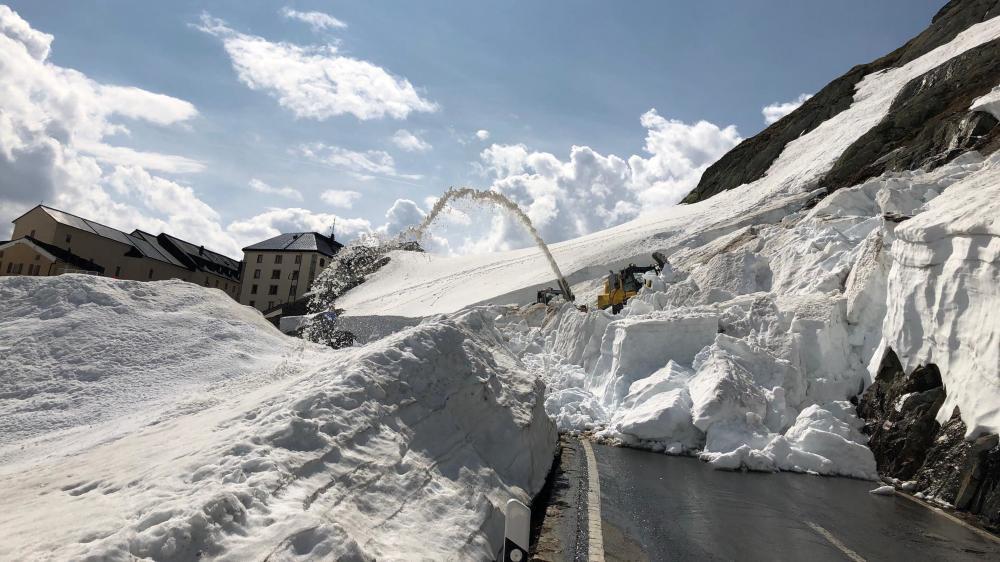 La route du col du Grand-Saint-Bernard rouverte mais seulement du côté suisse