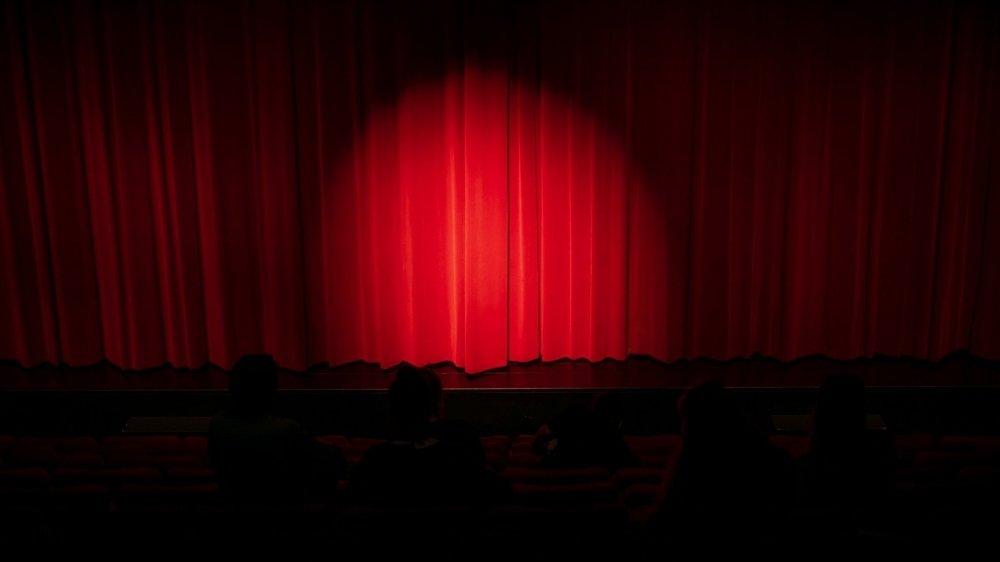 Les rideaux des théâtres vont peut-être se rouvrir dès le 8 juin prochain. Mais de nombreuses incertitudes subsistent quant à la manière dont se fera la reprise et aux soutiens dont pourront bénéficier les institutions culturelles.