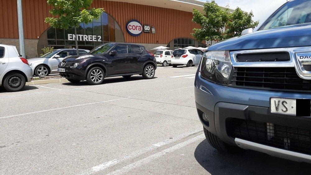 Plus du tiers des voitures présentes sur le parking du centre commercial français étaient immatriculées en Suisse.