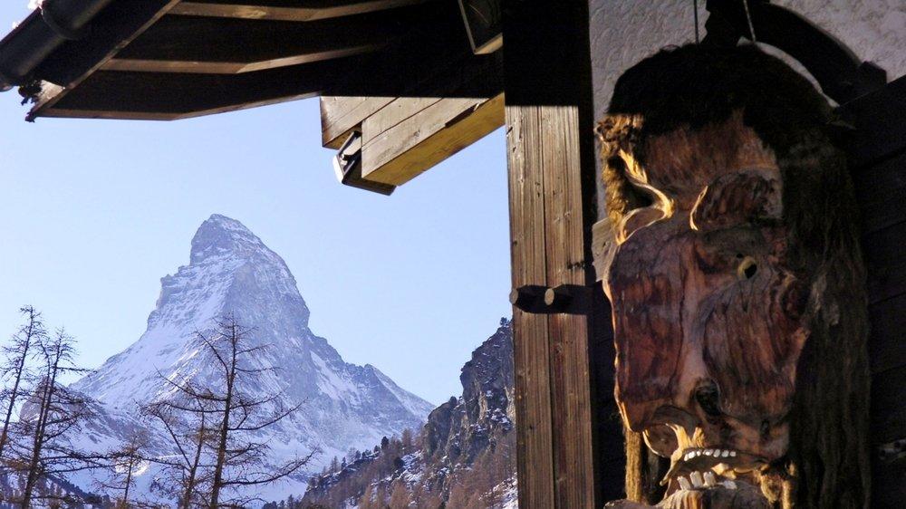 Le financement de la construction du nouveau tunnel ferroviaire reliant Täsch et Zermatt par la Confédération est conditionnel: l'utilisation de la route d'accès à la station reste limitée comme c'est le cas actuellement.