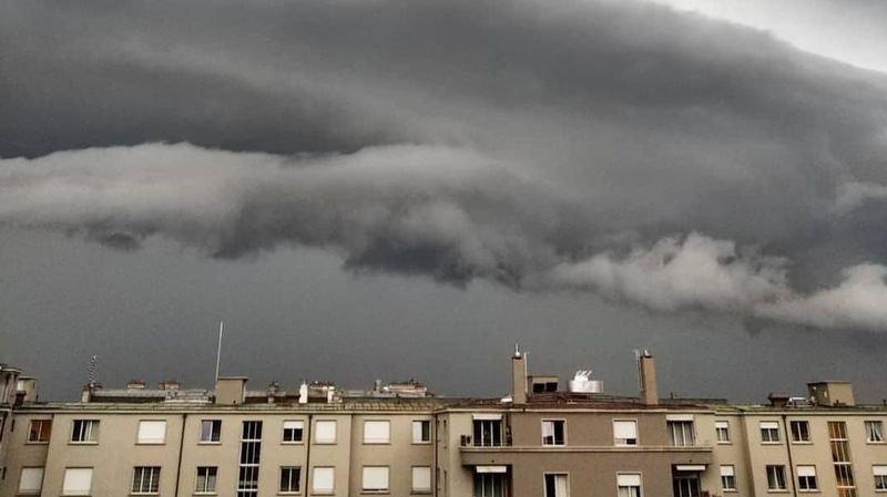 Météo: quel est cet impressionnant nuage qui a fondu mercredi au-dessus du Léman?