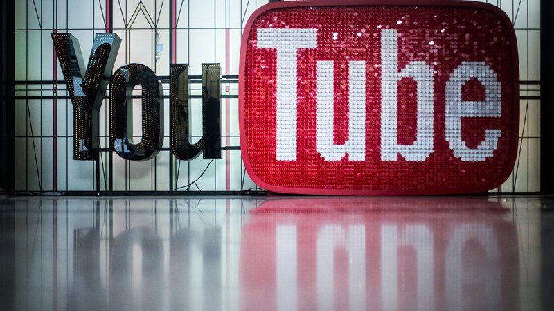 """YouTube a supprimé des chaînes suprémacistes pour avoir enfreint """"de façon répétée"""" ses règles."""