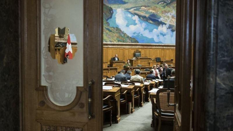 Les députés ont forcé lundi la main au Conseil fédéral qui devra donc répondre rapidement à deux motions de la commission préparatoire.