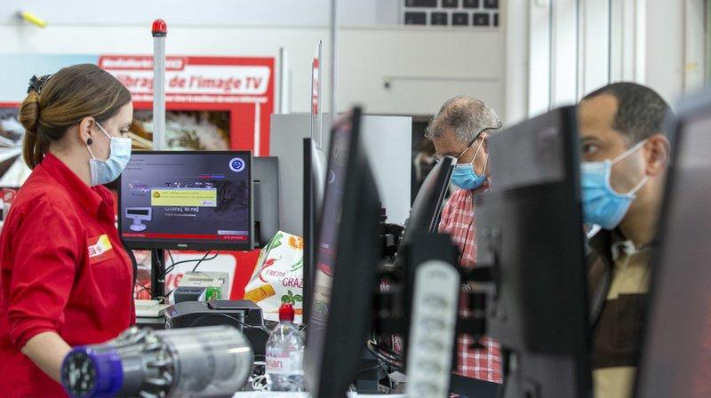 De moins en moins de Suisses portent le masque dans les magasins. (Illustration)