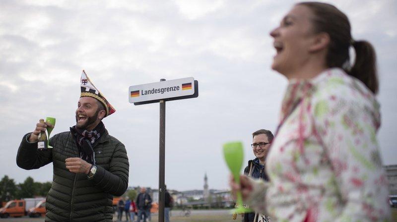 Coronavirus: la Suisse fête la réouverture des frontières avec ses voisins
