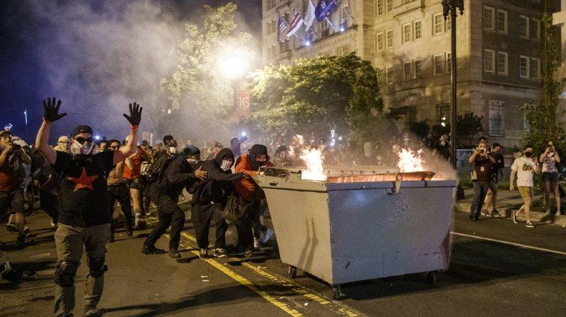 Des scènes d'émeutes ont eu lieu dans plusieurs villes.