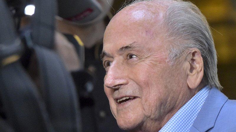 L'ancien président de la FIFA serait sous le coup d'une enquête pour un paiement d'un million de dollars provenant de fonds pour le foot.