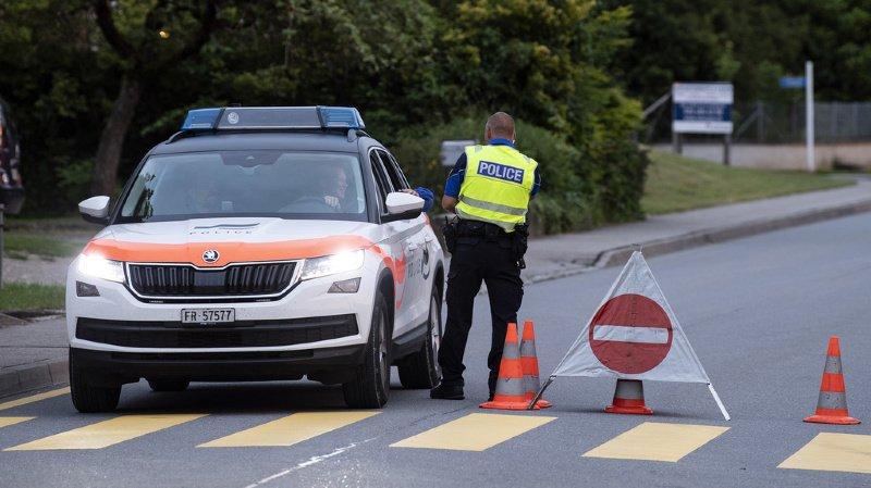 La police cantonale fribourgeoise a été alertée vers 16h15 de la découverte d'un objet suspect dans un quartier résidentiel proche de la gare.