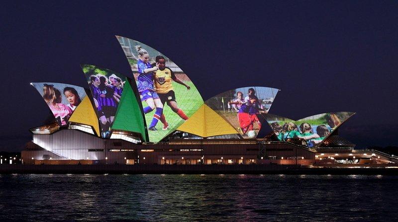 L'Opéra de Sydney illuminé pour soutenir la candidature conjointe de l'Australie et de la Nouvelle-Zélande.