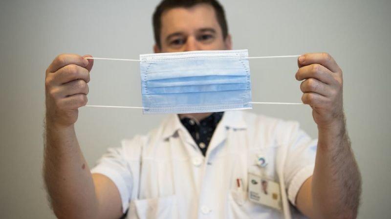 """""""En portant un masque, les gens vont avoir l'impression d'être protégés"""", explique l'infirmier spécialiste en prévention et contrôle de l'infection au CHUV Grégory Chaillou."""