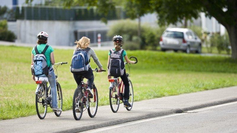 Enfants à vélo, bouchons sur l'autoroute ou véhicules électriques… les nouvelles règles de circulation