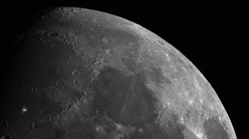 Valais: quand la station spatiale internationale passe devant la lune