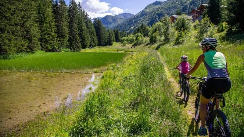 Thyon: faire du vélo accompagné pour découvrir les coins du val d'Hérens