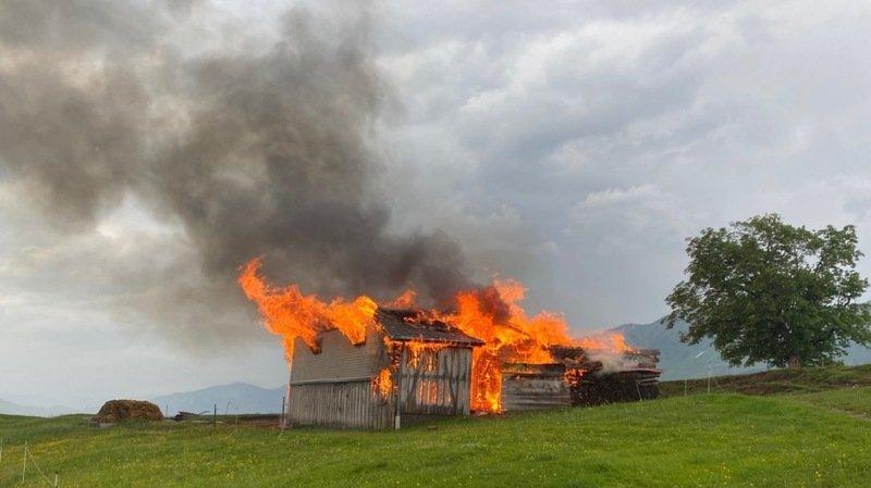 L'incendie a probablement été causé par la foudre.