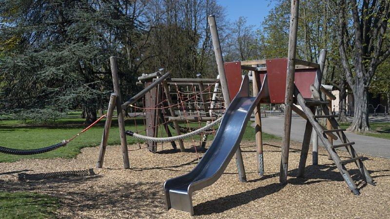 D'un point de vue adulte, les espaces dédiés aux jeux d'enfants sont souvent réduits à des aires de jeux.