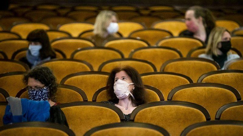 Coronavirus: la lumière revient dans les salles obscures