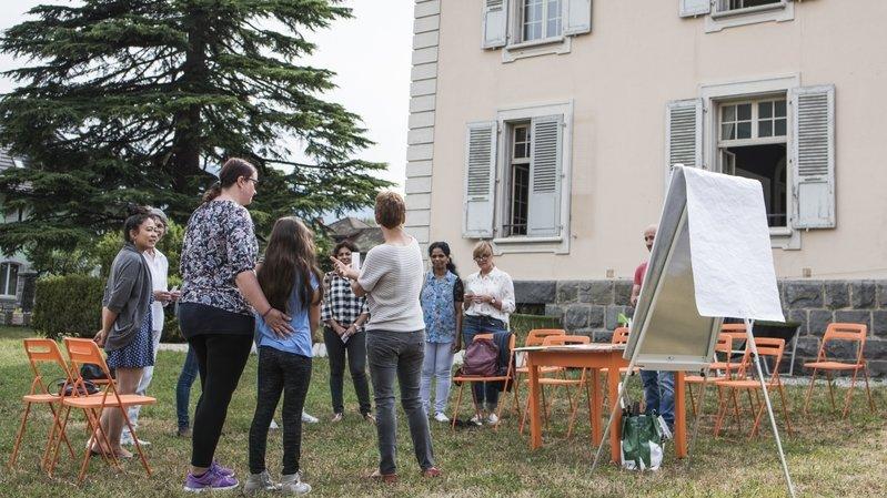 Les cours ont lieu au Mirage, dans les jardins de la Maison blanche.