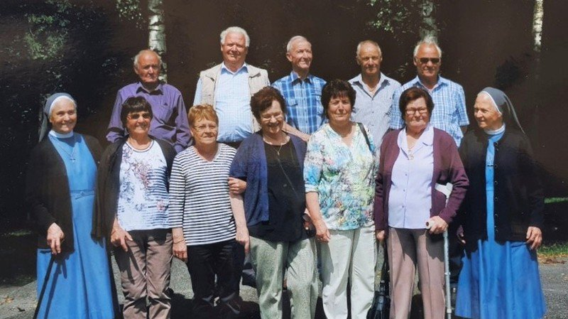 Comme huit autres de leurs frères et soeurs, Ida (3e depuis la gauche) et Clément (3e depuis la gauche) ont 80 ans ou plus.