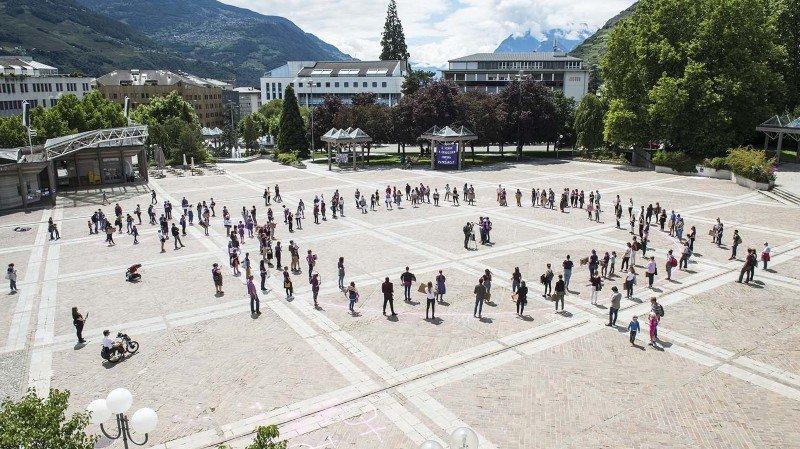 La place de la Planta - ici le 14 juin dernier lors de la grève des femmes - sera notamment équipée d'une soixantaine d'arbres et d'un système de brumisation.