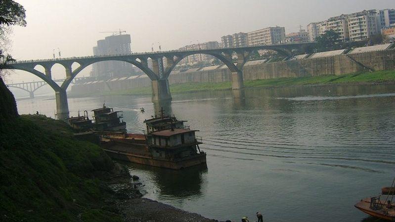 La rivière Fu coule dans la province du Sichuan. Ici à Hechuan.