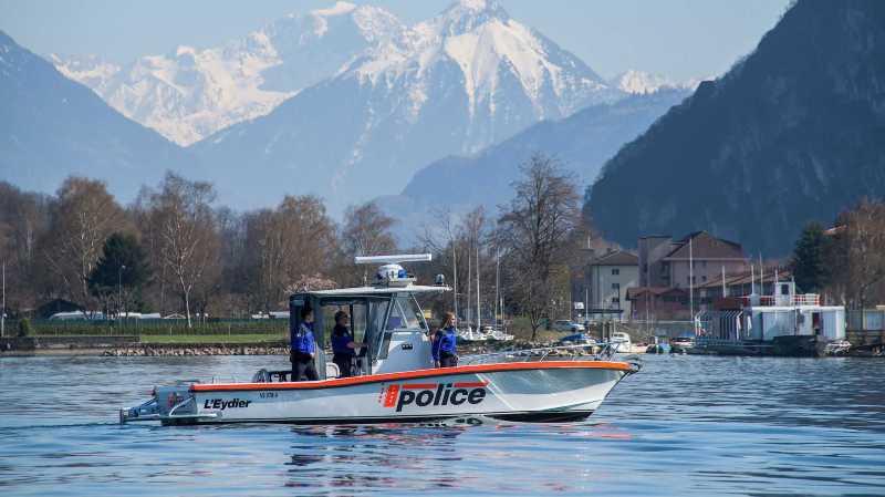 La police cantonale valaisanne veille au grain, également sur l'eau.
