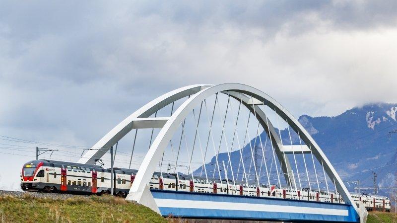 Le pont ferroviaire de Massongex enjambe le Rhône et participe à la modernisation de la ligne du Simplon.