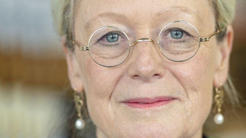 Elles lui ont tiré le portrait: Françoise Berclaz, parce qu'elle pouvait vivre sans écrire, a choisi de donner à lire