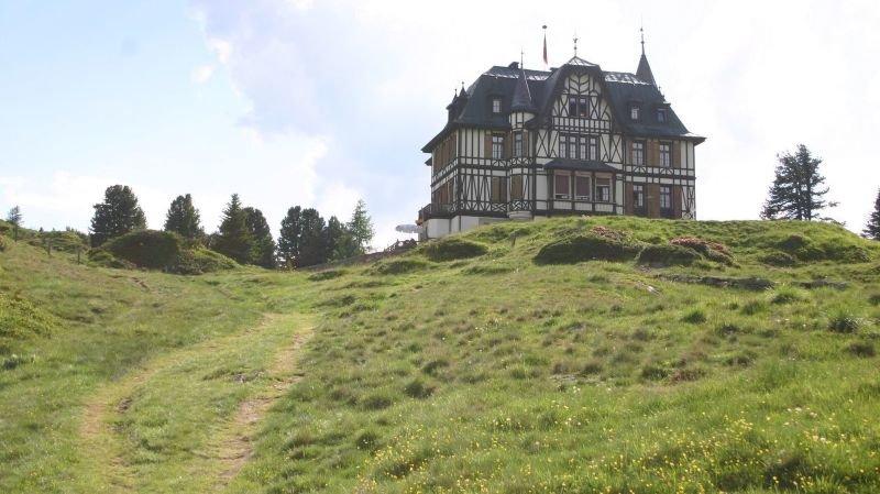 Le centre Pro Natura d'Aletsch, à la Villa Cassel de Riederalp, présente une nouvelle exposition sur la fonte des glaciers, le changement climatique et le tournant énergétique.