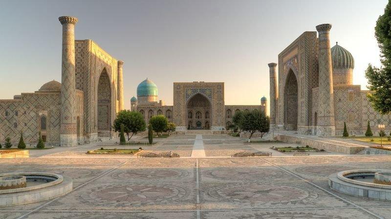 L'Ouzbékistan veut que les touristes reviennent dans des lieux comme Samarcande, (ici le Registan), proclamée en 2001 par l'UNESCO carrefour de cultures et site du patrimoine mondial.
