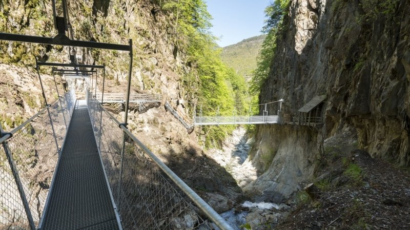 Bovernier: deux nouvelles passerelles ont été installées dans les gorges du Durnand