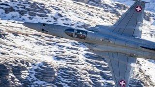 Valais: les F-5 Tiger répètent leur approche de l'aéroport de Sion