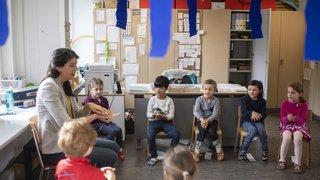 Garde d'enfants: deux tiers des moins de 13 ans confiés à une garde extrafamiliale