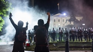 Etats-Unis: heurts près de la Maison-Blanche, couvre-feu dans de grandes villes