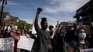 Etats-Unis: mort de George Floyd requalifiée en ''meurtre'', quatre policiers inculpés