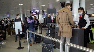 Coronavirus: des voyageurs suisses contaminés à l'étranger après la réouverture des frontières