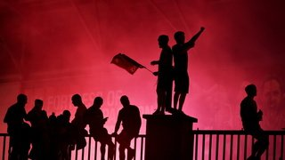 Football: les fans de Liverpool fêtent le titre malgré la pandémie
