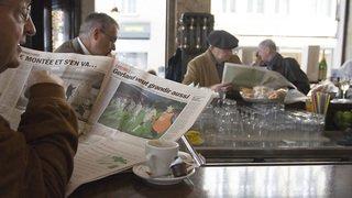 Coronavirus: lire le journal au bistrot sera à nouveau permis dès vendredi