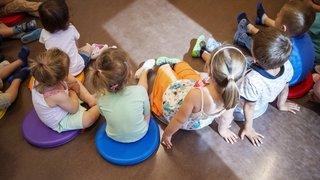 En Valais, certains parents doivent désormais prouver qu'ils travaillent pour avoir une place en crèche ou UAPE