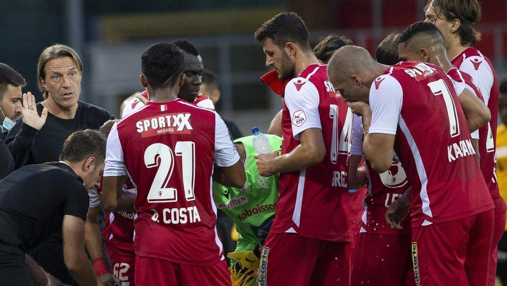 Paolo Tramezzani mobilise ses joueurs lors du match contre les Young Boys vendredi au stade de Tourbillon.