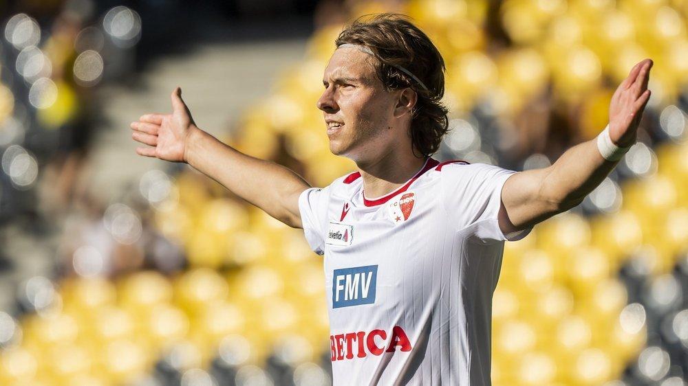 Roberts Uldrikis exulte après avoir égalisé pour le FC Sion.