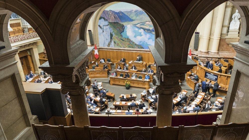 80% des élus romands ont dévoilé leurs revenus liés à leurs liens d'intérêts. Pourtant, la loi ne les y obligeait pas.