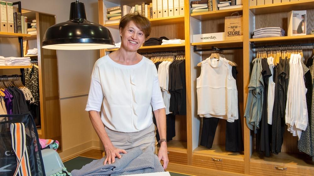 Silvia Bayard a commencé sa carrière lorsque Bayard ne possédait qu'un seul magasin à Viège. Maintenant, l'enseigne en compte 75 et elle vient de participer à l'achat de 31 magasins Globus.