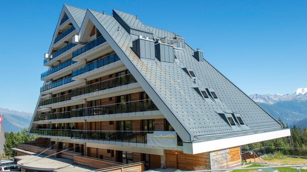 Le Crans Ambassador est fermé pour la saison estivale. Rentabiliser l'établissement 5 étoiles de 55 chambres en l'absence des grands événements dans la station du Haut-Plateau n'était pas possible.