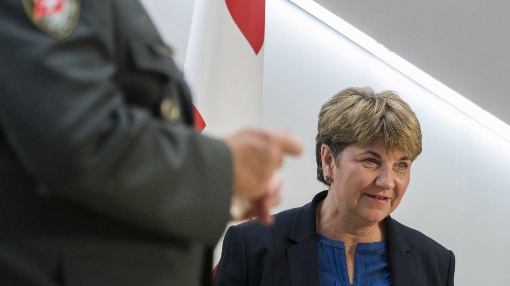 La Cheffe du Département fédéral de la défense, de la protection de la population et des sports, Viola Amherd, milite pour l'achat de nouveaux avions.