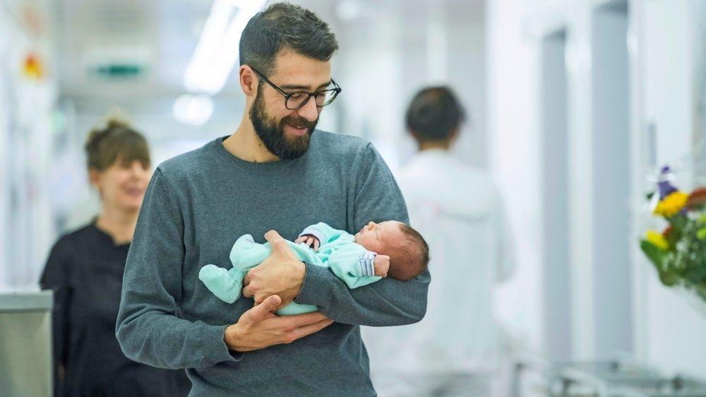 Pour les entreprises, «le congé paternité est devenu un critère de compétitivité économique, indépendamment du débat sur la place de la femme et de l'homme dans la société», selon Markus Theunert.