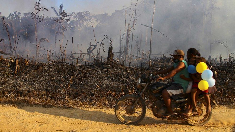 Les dix premiers jours du mois d'août, l'Institut national de recherches spatiales a recensé 10 136 incendies en Amazonie, contre 8669 à la même période, l'an passé.